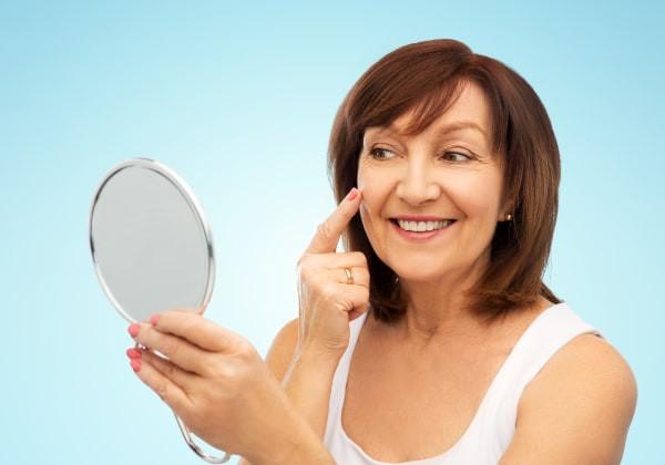 Principales beneficios de la Vitamina E para las mujeres de piel madura.