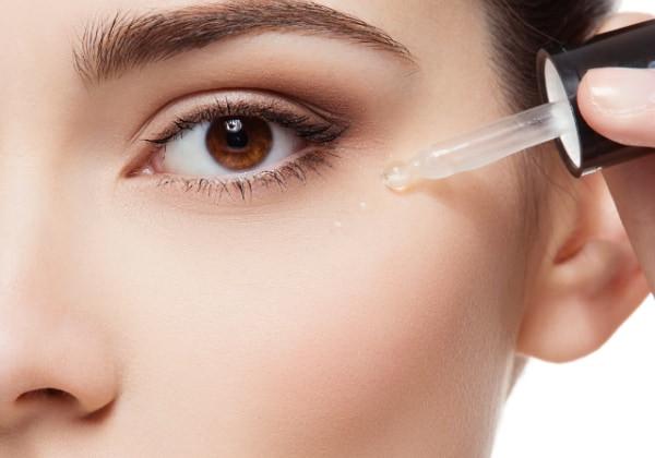 Cómo se aplica un serum facial para que funcione bien, paso a paso